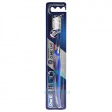 Зубная щетка Oral-B Clinic Line для брекетов